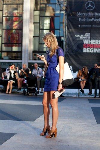 blue dress canvas tote bag new york fashion week street style pretty girls texting on phones Lincoln center new york city september 2012 0 - 1.jpg