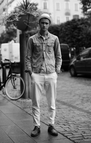 wp_content_uploads_2012_05_street_style_light_wash_denim_jacket_and_all_white_duds_480x752_denim_jacket.jpg